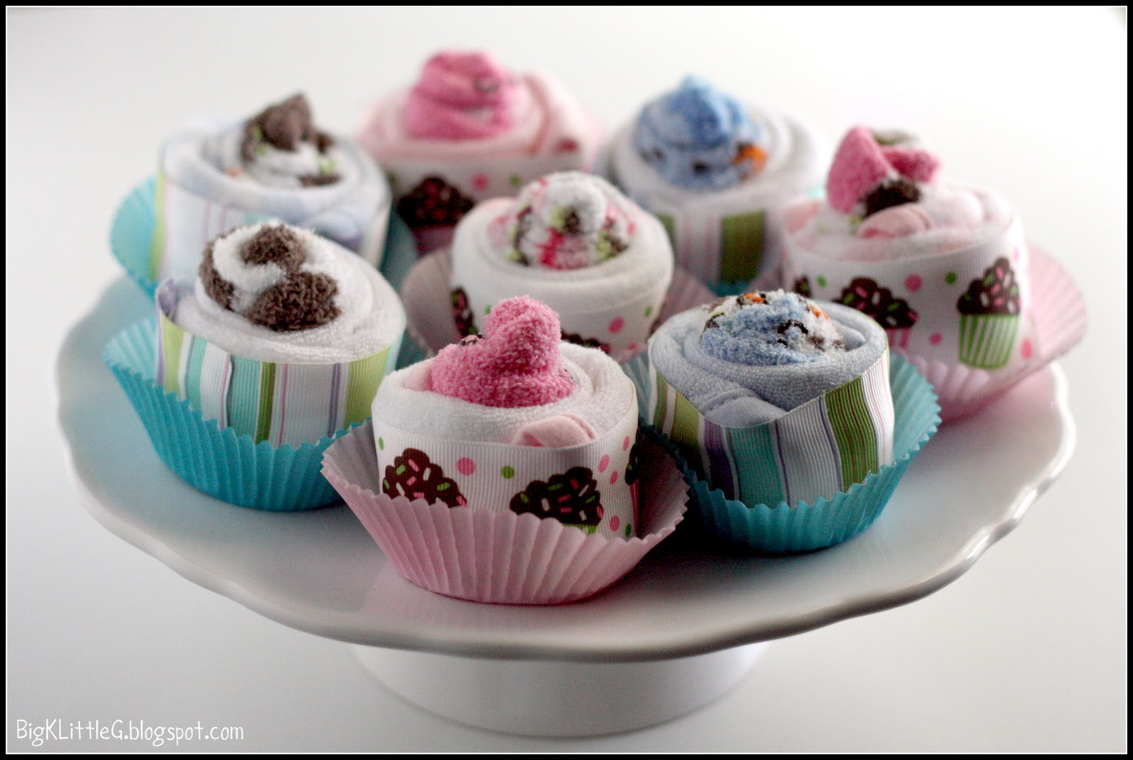 How to Make Onesie Cupcakes & Baby Sock Cupcakes
