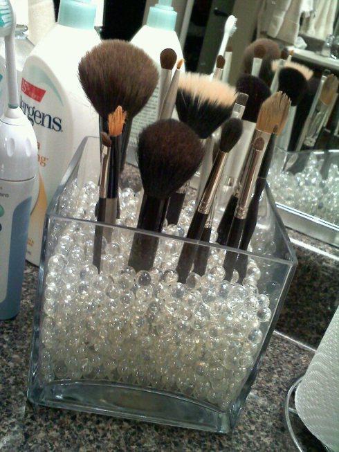 DIY makeup brush storage simple organization