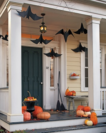 Make paper bats to decorate your yard at Halloween