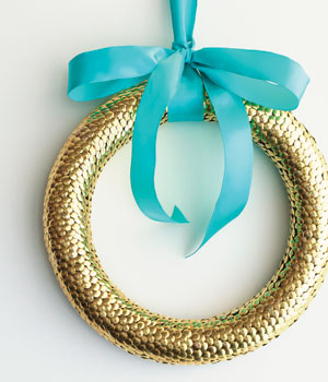 How to make a thumbtack wreath
