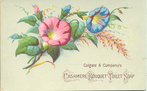 Free vintage images you can use for Valentine's Day at www.Momcaster.com