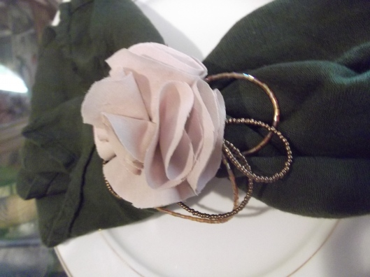 make DIY beaded napkin rings roses