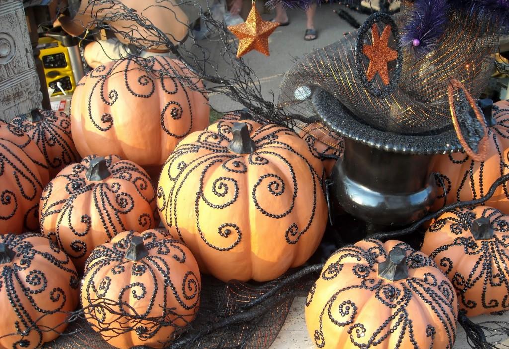 decorate pumpkin with thumb tacks