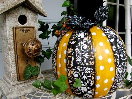 decorate a pumpkin with Mod Podge