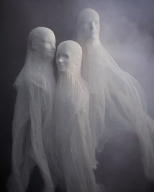 Decorate Your Yard with DIY Cloth Ghosts