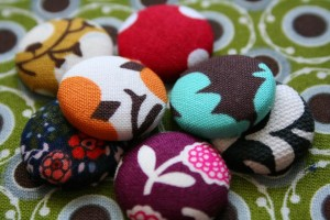 Fabric pushpins and thumbtacks